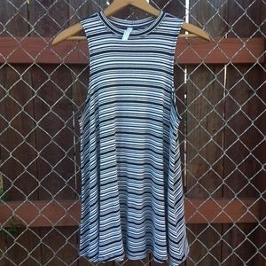 Jolie Black and White Striped Tunic Size Small